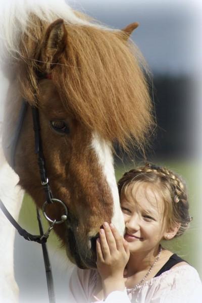 Islanpderde-Blog-Isl-nder-Kind-mit-Pferd